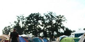 Schlamm und Müll auf dem normalen Campingplatz, Foto: Manuel Hofmann