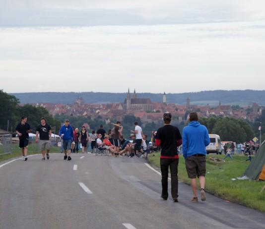 Auf der Bundesstrasse aktiv - Taubertal Festivalisten, Foto: Thomas Peter