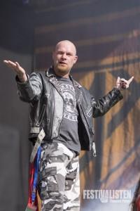 Ivan Moody von Five Finger Death Punch beim Rockavaria 2015, Foto: Thomas Peter